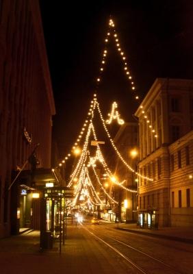 写真はヘルシンキのアレクサンダー通りのクリスマスイルミネーション
